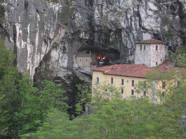 Cueva_de_Santa_María_-_Covadonga