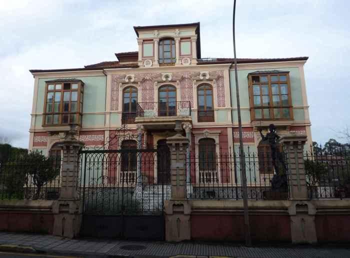 Llanes Casa de los Leones