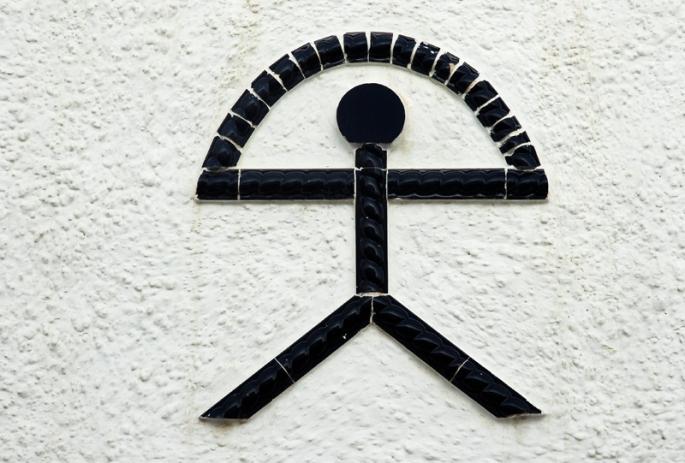 El Indalo, uno de los símbolos mojaqueros por excelencia.