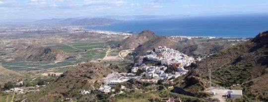 Imagén obtenida de la página de Facebook de Turismo de Mojácar, vista del pueblo desde las montaña cercana