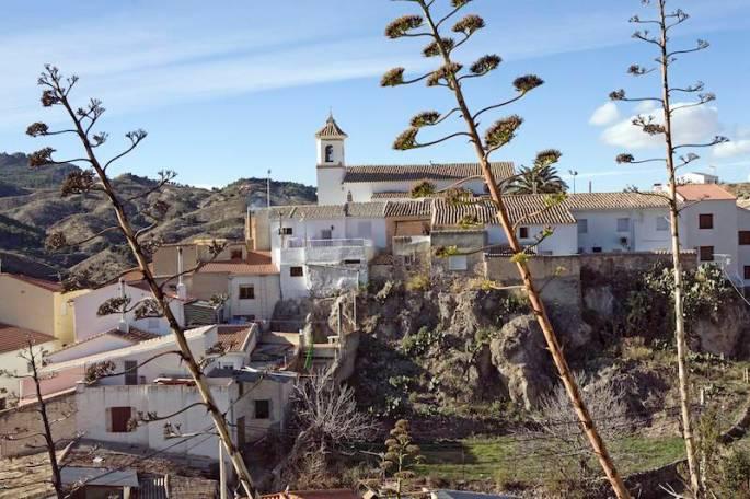 Bayarque, pueblo blanco de estirpe morisca en la sierra de los Filabres (Almería).